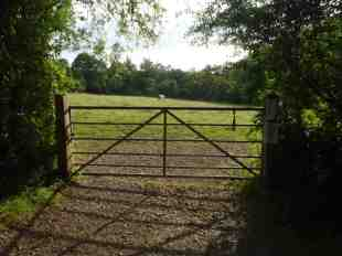 Access from The Lane - Bridleway Path Number: 635. (Photo: C. Gibson-Pierce)
